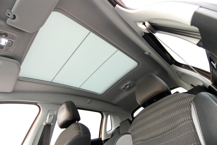 Panoramic roofs, Heads Up Displays and Tint: What You Need to Know about New Window Technology